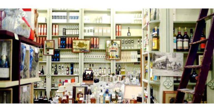 Enoteca Cotti расположена в самом центре города на Via Solferino 42 В винном баре насчитывается более 1000 наименований от самых престижных вин до самых обыденных алкогольных напитков. Представлены такие производители как: Bellavista Cabanon Le Fracce Costaripa Vietti Contratto Scarpa. Редкие сорта солодового виски прекрасный Коньяк Арманьяк а также некоторые сорта Мадеры которые являются коллекционными. Есть оливковое масло из всех регионов добычи. А также огромный ассортимент блюд таких…