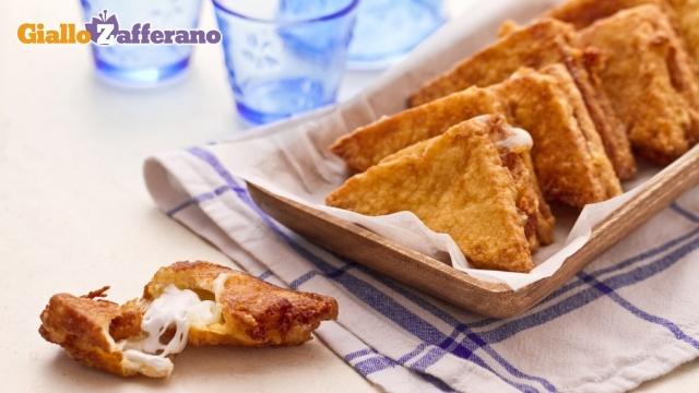 Mozzarella in carrozza - Charriot Mozzarella: Fried Bread and mozzarella