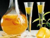 Licor de naranja. Una receta muy interesante. Requiere al menos dos meses para estar listo.