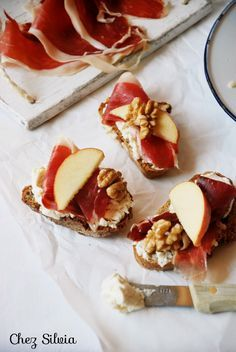 CHEZ SILVIA: Tostas de queso fresco con miel, jamón, manzana y nueces {Thermomix}