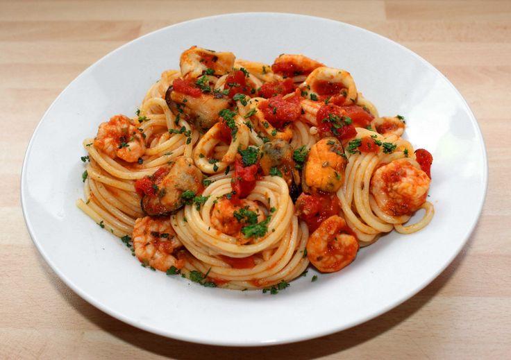 Tenger gyümölcsei spagetti recept: A tenger gyümölcsei spagetti egyszerűen, és gyorsan elkészíthető étel, mégis kissé különleges. Készítsd el te is! :)