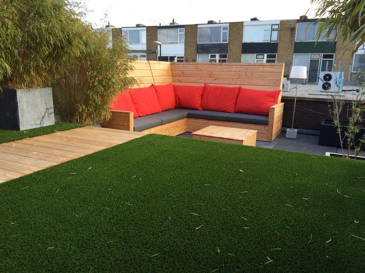Dit dak is grondig verbouwt en functioneerde nu als een tuin