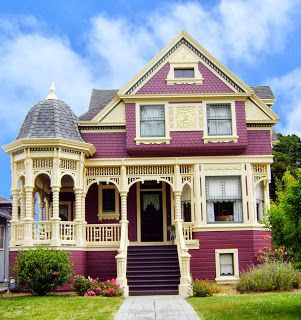 This Queen Anne shows the multi-colors that Queen Annes would have along with the long sweeping porch.