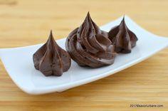 Crema de cacao cu unt pentru tort, prajituri, fursecuri. O reteta simpla de crema clasica (aparel) de casa care nu se taie. Are gust de ciocolata desi nu