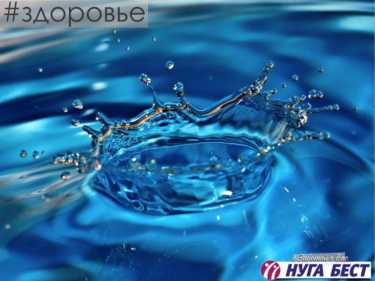 6 фактов о воде  1.Человек состоит из воды примерно на 65%. В водных растворах происходят все химические реакции в клетках, а их у нас около 100 триллионов. 2.Жажда – первый признак обезвоживания. Она наступает, когда потеря жидкости составляет 1-2% от веса тела, т.е. 3-4 стакана. 3. Ученые Иллинойского университета, изучив привычки более 18 тысяч американцев, выяснили, что у тех, кто пил больше на 1-3 чашки воды в день, снизился суточный объем калорий, насыщенных жиров, сахара, натрия и…
