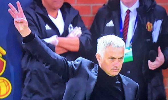 What Is Jose Mourinhos Three Finger Salute Why Man Utd Boss Gestured At Juve And Chelsea Football Memes Chelsea Sport Jose Mourinho