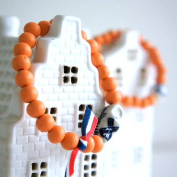 Oranje Boven bracelet! Celebrate the Queen and new King to be!