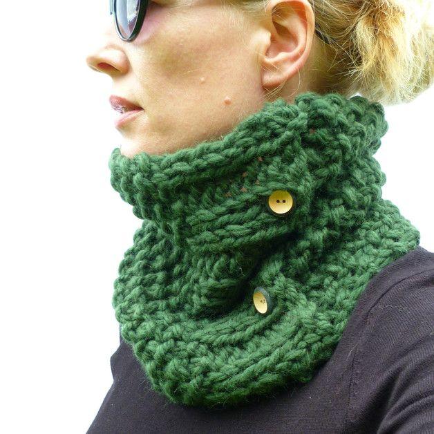 Par ce qu'il fait encore un petit peu frais ! Joli snood (écharpe en tube) couleur #greenery, faite main, à retrouver sur DaWanda.com