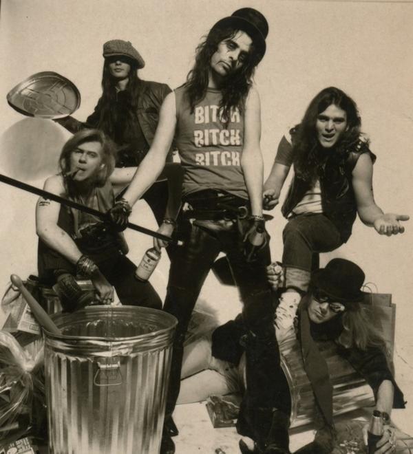 """Nos vamos acercando al finde y por tanto, comencipiemos to day con rock, rock cañero. Tema de mi troky Alice en su album """"Killer"""" de 1.971, el segundo de la cara B del vinilo. Es,senci…"""