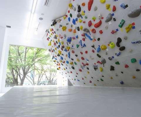 Colourful Climbing Walls - PekiPeki in Tokyo Lets Customers Enjoy Bright Bouldering (GALLERY)