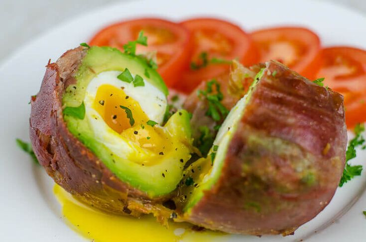 Prosciutto-Wrapped Avocado Egg with Tomato and Parsley