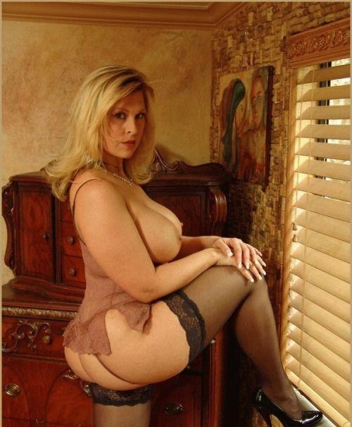 Julia Ann ist eine wahnsinnige heie MILF Handy Porno