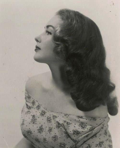 That 1940s long hair Girlie look.