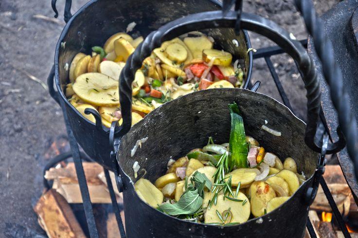 Pierwsza edycja kulinarnego konkursu fotograficznego --- Konkurs polegał na wykonaniu zdjęcia przedstawiającego historyczną potrawę. Sposób ujęcia tematu był dowolny. --- Miejsce II: Rafał Kajzler.