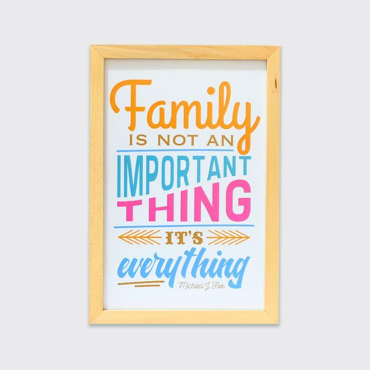 Family Is Everything (MAR16-01) - Ungkapan keluarga adalah segalanya, merupakan ungkapan yang sangat tepat. Hiasan dinding ini pastinya akan memberikan suasana hangat untuk ruang keluargamu.