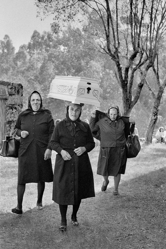 Cristina García Rodero Los que han visto la muerte. Romería del Santo Cristo de la Agonía. Xende, 1984