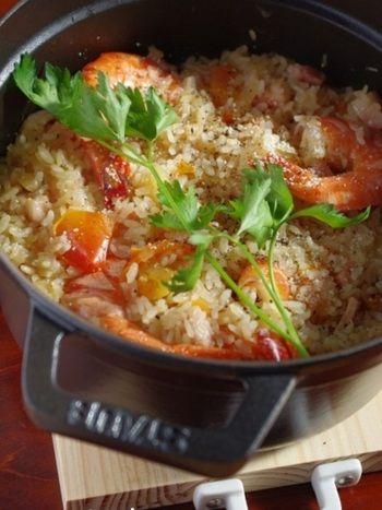 前菜にメインにバリエーション豊か♪ エビを使って献立を考えてみよう ... 少なめのスープとトマトの水分で炊き上げたピラフ。 海老は殻