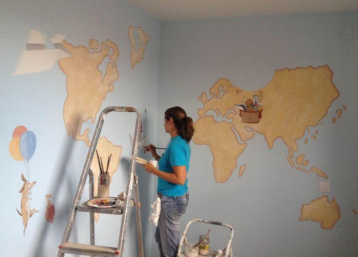 en proceso, pintando un mural infantil, Mapa Mundi