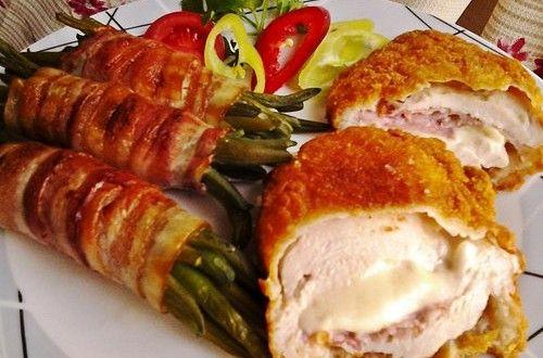 Mozzarellával baconnel töltött csirkemell baconos zöldbabbal | Receptkirály.hu