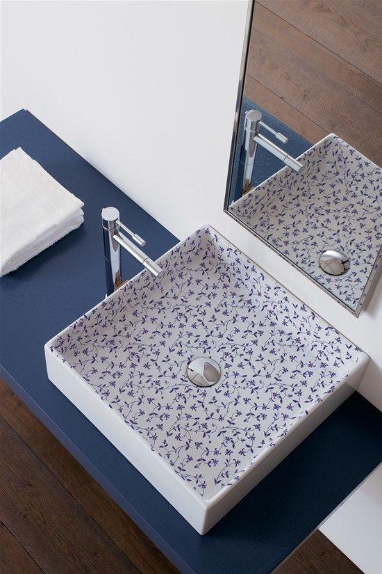 La filosofia di @pinterestscarab  è quella di rendere il #lavabo protagonista del #bagno, realizzando elementi d'arredo dal #design unico, come la linea #Decoration che utilizza #pattern e colori per impreziosire la tua sala da bagno www.gasparinionline.it #arredobagno #brescia #ceramica #interiors