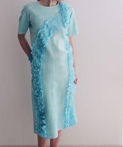 Купить или заказать Валяное платье 'Мятные рюши' в интернет-магазине на Ярмарке Мастеров. ЛЕТНЯЯ РАСПРОДАЖА СКИДКА 20% старая цена - 17000р, новая - 13600р выгода 3400р!!! --- Валяное платье нежно-мятного цвета с рукавом до локтя. Ручная окраска! Сделано из тонкой шерсти австралийского мериноса (Италия) и украшено шелком . Размер: 44-48 (Россия) Длина платья - 122 см Длина рукава - 28 см _________________________________________________________ варианты оплаты и условия доставки…