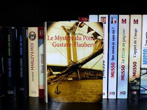 Le Mystère du pont Gustave-Flaubert, de Pierre Thiry : http://www.menagere-trentenaire.fr/2015/05/19/le-mystere-du-pont-gustave-flaubert-pierre-thiry