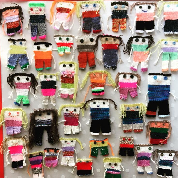 All of the little weaving self portraits have now been added to the display board. This project took a while but worth it and gets a lot of attention in the school corridor. #weaving #weavingwithkids #wool #classroomdisplay #sewing #weavingselfportrait #kidsart #kidsartwork