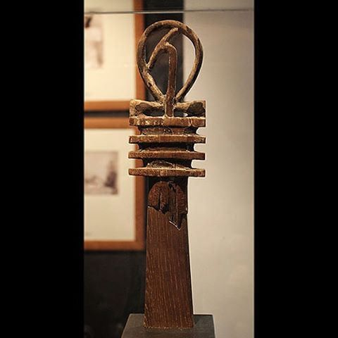 """Sceptre formed by the combination of signs; ankh (life), Djed (stability) and was (power)  Wood Late Period (715-332 BC)  In the tomb of Tutankhamun was found about forty wooden statues of the king and various divinities. According to Carter, their meaning was difficult to determine, although it was evident that there was a kind of magic inherent in the figures.  @Museu_Egipci  #Tut. by akhenatenator "" ^**^"