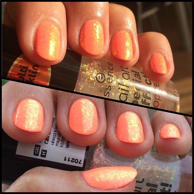 @chinaglazeofficial Flip flop fantasy and the good old Night in Vegas by @essence_cosmetics. #mani #manicure #npa #nail #nails #nailsdid #nailsdone #summer #beauty #makeup #craftyfingers #notd #nailfie #nailedit #nailgram #neon #naildesign #nailartwow #nailpolish #nailpolishes #nailartclub #nailart #naillacquer #nailvarnish #nailporn