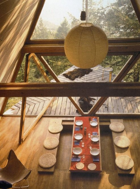 Let's see...wood...and a view of the woods...Japanese style seating...washi lamp...I think I could be happy here...wonderful