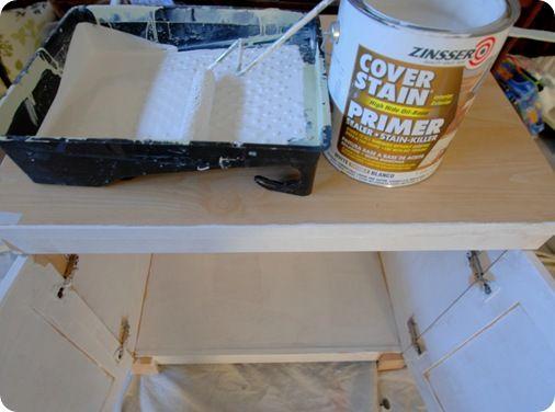 How to paint laminate furniture: Paintings Laminate Furniture, Paintings Furniture No Sands, Diy Furniture, Zinsser Primers, Diy Tutorials, Primers Paintings, Laminate Surface, Kitchens Cabinets, Laminate Diy