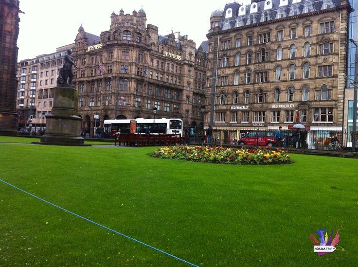 """Se você procura um destino no estilo medieval mas também com o charme do moderno, com certeza deverá conhecer a linda Edimburgo, capital da Escócia. Apesar da cotação da libra estar por volta de £ 1 (cerca de R$ 5), a cidade é bem mais barata que a mais visitada do Reino Unido, Londres. O...<br /><a class=""""more-link"""" href=""""https://catracalivre.com.br/geral/viagem-acessivel/indicacao/saiba-o-que-fazer-em-edimburgo-na-escocia-2/"""">Continue lendo »</a>"""