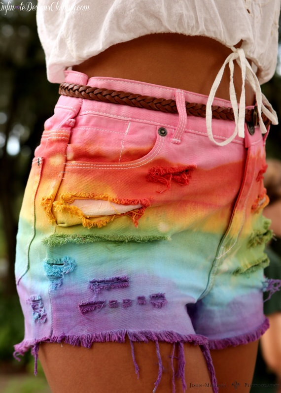 tye dye ♥ I have a white pair of shorts I'd love to do this to!