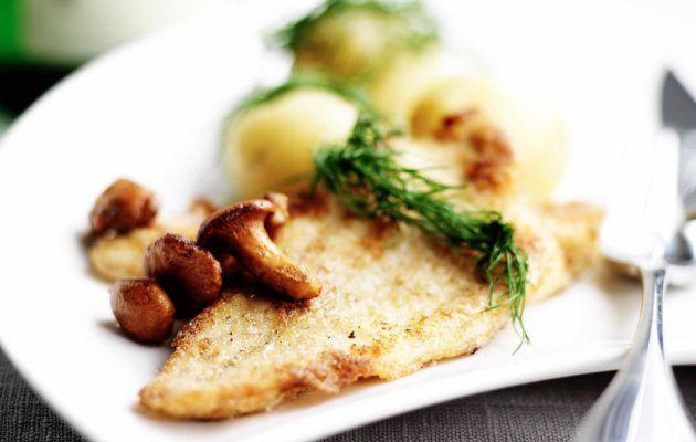 Paistetut ahvenfileet ja keitetyt perunat, resepti: Ruoka.fi