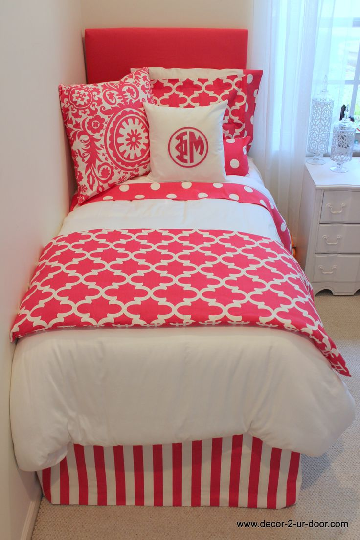 Phi Mu custom quatrefoil bedding perfect for house tours.  Add a monogram. Show your sorority spirit!  Pick your fabric and color of letters.  Possibilities are endless!