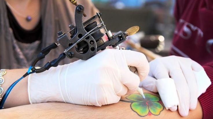 Consejos a tomar en cuenta antes de hacerte un tatuaje /  Caracas.- Hacerse un tatuaje no solo se trata de estética, también conlleva a una gran responsabilidad en el cuidado de la piel; se trata de una marca de por vida que debe hidratarse. El doctor Lucas Ponti (MN 130388), médico dermatólogo pediatra especializado en clínica estética y reparadora, compartió algunos consejos