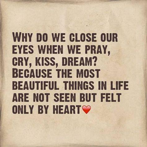 どうして人間は、祈るとき、泣くとき、キスをするとき、夢を見るときに目を閉じるのだろうか。それは、人生で最も美しいものは、目に見えず、心によってのみ感じることができるからである。