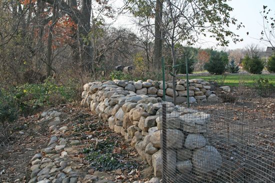 Building a stone fence from fieldstone walls