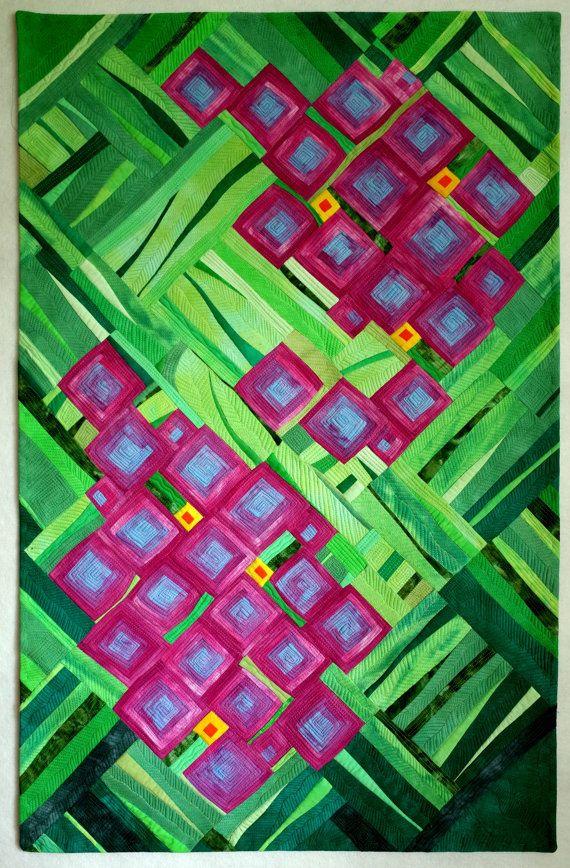 Art Quilt, abstrakte Quilt, Wandbehang-Hortensie. Die Inspiration kam aus einem Foto dieser wunderschönen Blume. Aus meiner eigenen Hand gefärbte Stoffe hergestellt. Maschine genäht und gesteppt. Polyester-Vlies. Misst 43 x 27,5 . Eine hängende Ärmel hat.