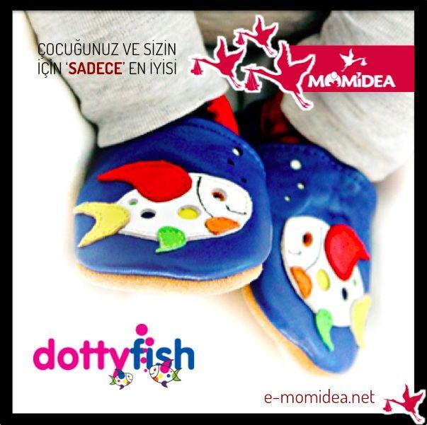 DOTTY FISH zararlı hiçbir madde içermediği testlerle kanıtlanmış yumuşak deriden, kaymayı önleyen süet tabanlıdır. Ayağın nefes almasını sağlar. Ayakkabıların nefes alma özelliği yazın ayakların terlemesini önlerken, kışın sıcak kalmasını sağlar. Elastik kenarlar ayakkabıların çıkmasını önler. Yapıldığı malzemelerin kimyasal içermediği İngiltere'de laboratuvar testleri ile kanıtlanmıştır. İngiltere'den ithaldir.