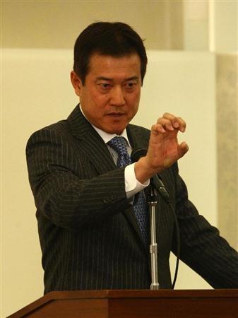 全日本大学野球連盟の監督会で講演する巨人の原辰徳監督(撮影・桐山弘太)