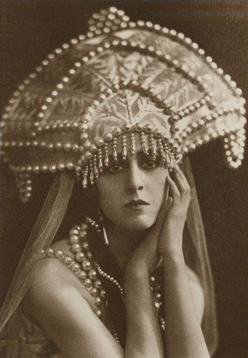 Russian costume, old photo. Lubov Tchernicheva (1890 – 1976), a Russian ballerina, in a kokoshnik headdress. Circa 1920s – 1930s. #history