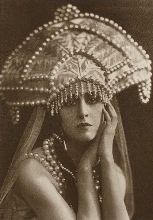 Russian costume, old photo. Lubov Tchernicheva (1890 – 1976), a Russian ballerina, in a kokoshnik headdress. Circa 1920s – 1930s. #history