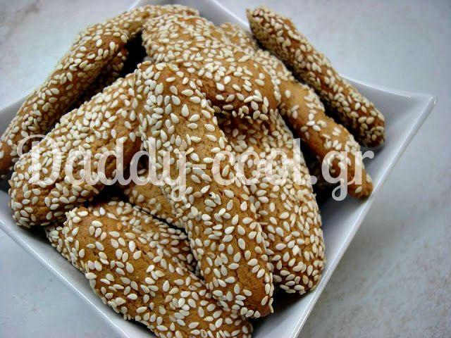 Νηστισιμα κουλουράκια με ταχινι με σουσάμι και πορτοκάλι!!!    Υλικά  250 γρ ταχίνι,  250 γρ ζάχαρη,  ξύσμα πορτοκαλιού  χυμό από 2 πορτοκάλια,  500 γρ αλεύρι γοχ,  1/2 κουταλάκι του γλυκού σόδα,  1 φακελάκι μπεικιν,  1 κουταλάκι του γλυκού κανέλα,  σουσάμι για το τύλιγμα    Εκτέλεση  Σε ένα μεγάλο μπολ