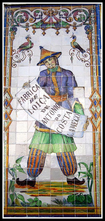 A fachada da loja de vendas da Fábrica de Azulejos Viúva Lamego data de 1865 e é uma criação do Ferreira das Tabuletas.     Este pintor ...