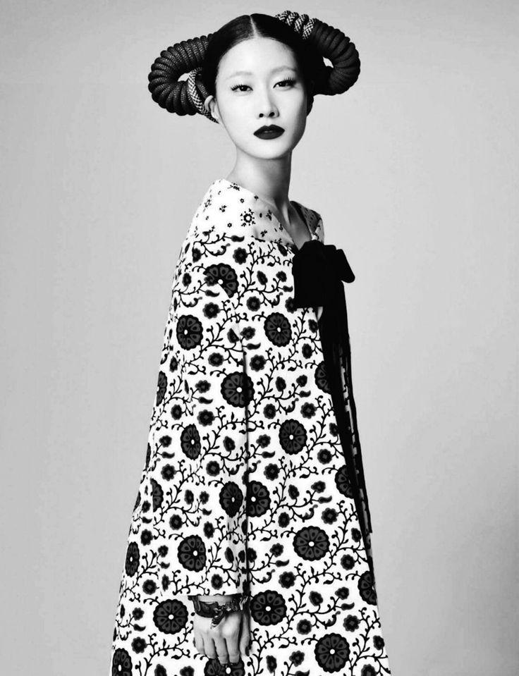 Hyun Yi Lee in Harper's Bazaar Korea.  really seems inspired by Klimt, in turn inspired by asian art...