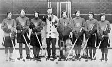 Type of source: photograph The social status of women rose in 1920s. Before 1920s, after woman married, they stayed at home and looked after kids. However, in 1920s, a number of women went to the university. They were also able to do the sports like men (the picture is a hockey team in University of Toronto). A great change of role of woman was processing. In 1921, first woman was elected as a federal member. Retrieved from http://www.thecanadianencyclopedia.ca/en/article/status-of-women/