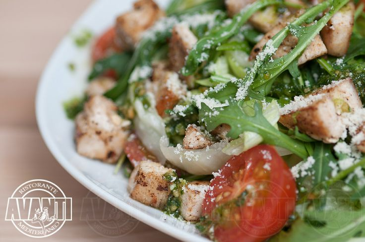 Avanti salad (chicken breast, lettuce, rucola, cherry tomatoes, basil pesto, olive oil and parmesan)