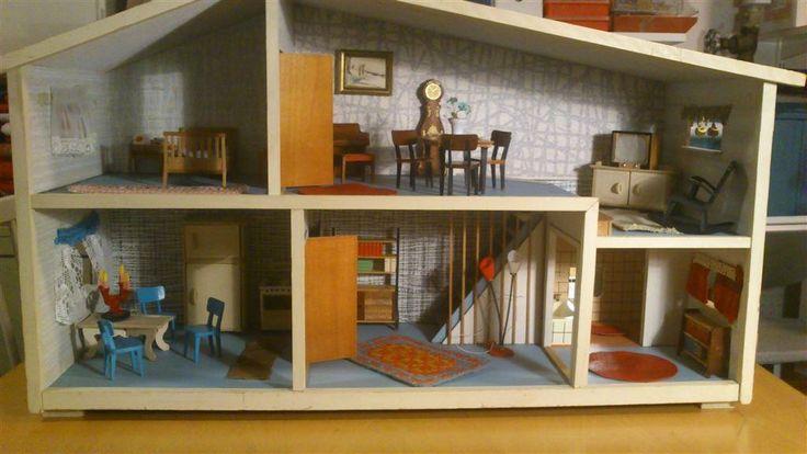 Dockhus inklusive möbler från 60-talet