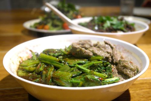 BEEF & CHOY SUM WITH LEMONGRASS & COCONUT